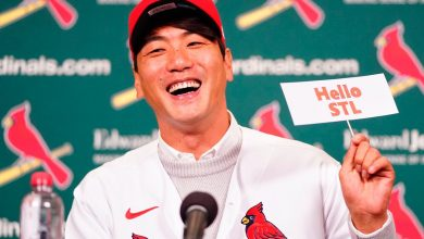Photo of Cardinals sign Kwang-hyun Kim